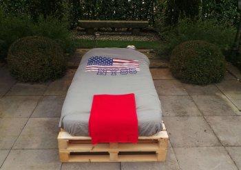 een persoons pallet bed